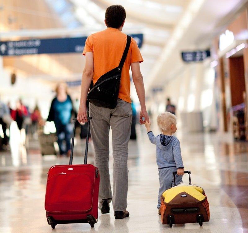 Путешествиники в аэропорту