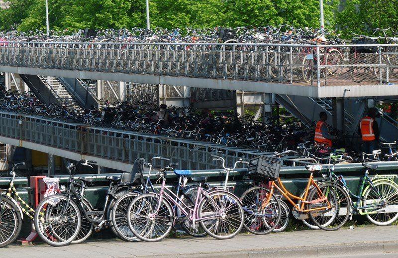 Вело стоянка в Амстердаме