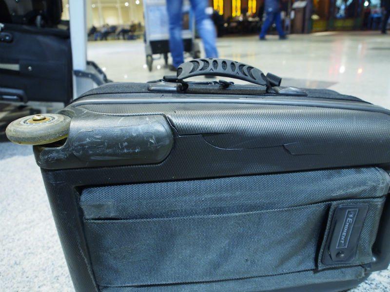 Треснул чемодан