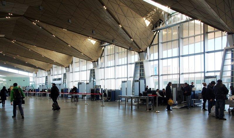 проверка безопасности при входе в аэропорт Пулково