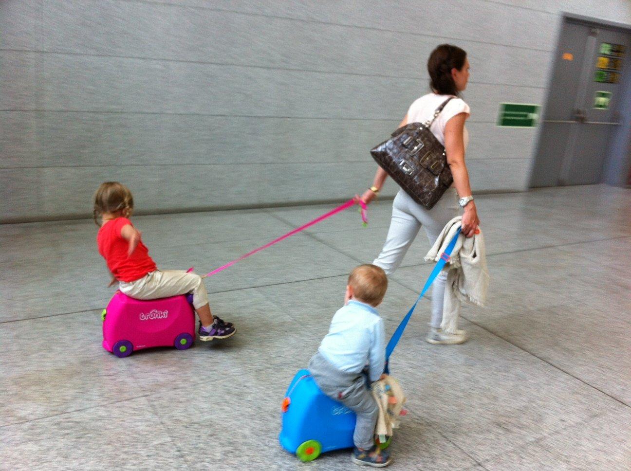 Как выбрать детский чемодан?