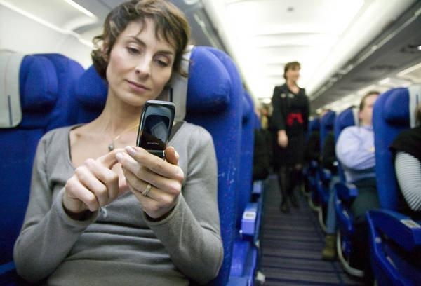 мобильный телефон на борту самолета