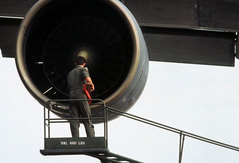 почему не заводится или глохнет двигатель в самолете