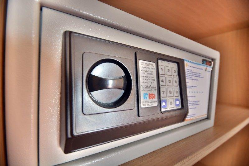 как пользоваться электронным сейфом в отеле инструкция