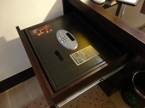 сейф в отеле