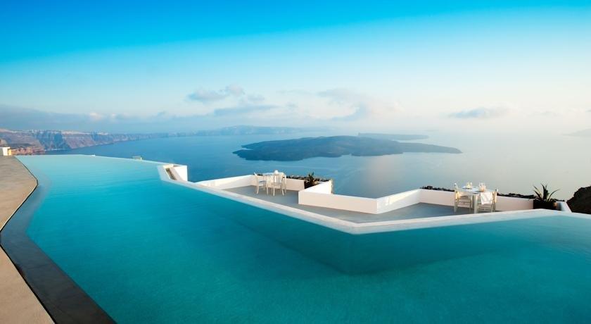 бескрайний инфинити бассейн отеля Grace Santorini