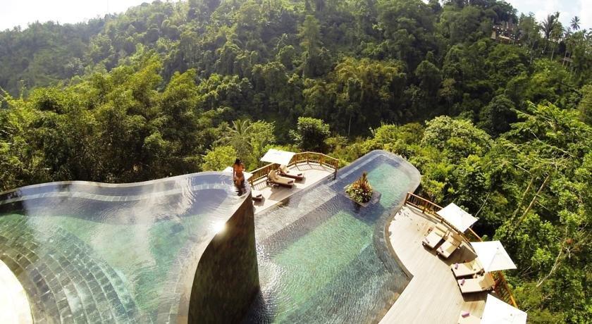 бескрайний инфинити бассейн отеля Hanging Gardens Ubud